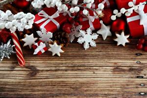 Фотография Рождество Печенье Подарки Снежинки Доски Шаблон поздравительной открытки