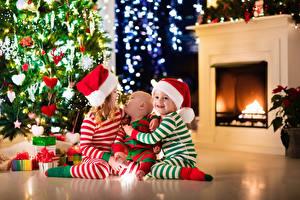 Фотография Праздники Новый год Втроем Мальчишка Девочки Младенцы Елка В шапке Дети