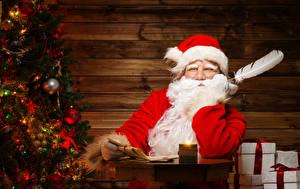 Обои Праздники Новый год Перья Мужчины Дед Мороз Шапки Елка Очки Борода фото