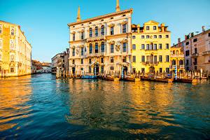 Обои Италия Дома Пирсы Катера Венеция Водный канал