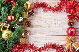 Фото Праздники Рождество Ветки Шар Доски Шишки Шаблон поздравительной открытки