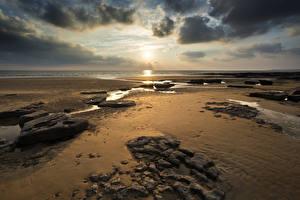 Обои Пейзаж Рассветы и закаты Великобритания Побережье Небо Камни Облака Песок Dunraven Bay Wales Природа фото