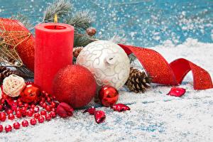 Фотография Праздники Рождество Свечи Шарики Шишки Снег