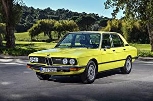 Картинка БМВ Старинные Желтых Седан 1974-76 528 Automatic Sedan Worldwide Автомобили