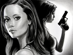 Обои Summer Glau Рисованные Пистолеты Черно белое Лицо Волосы Взгляд Майка Знаменитости фото