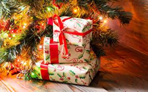 Фотография Праздники Новый год Подарки Электрическая гирлянда Ветвь Доски Коробка