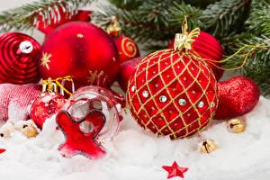 Обои Праздники Новый год Шарики Снег Красный