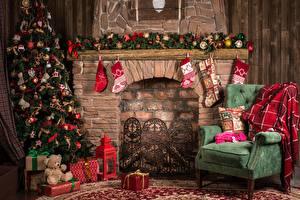 Картинка Рождество Праздники Камина Елка Носки Кресло Подарок