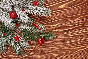 Обои Праздники Новый год Доски Ветки Шарики Снег фото