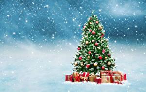 Обои Праздники Новый год Елка Подарки Снег Снежинки Шарики фото