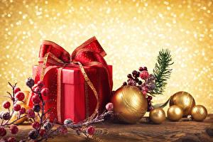 Обои Праздники Новый год Шар Подарки Ветки Коробка