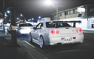 Картинка Ниссан Белый Вид сзади Ночью skyline R34 GT-R машины