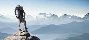 Фотография Гора Мужчины Альпинизм Альпинисты Рюкзак Путешественник Adventure tourism Природа