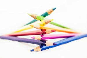 Фото Вблизи Карандаши Белый фон Разноцветные