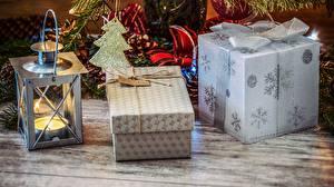 Картинка Новый год Праздники Свечи Подарки Лампа Коробка Снежинки