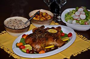 Картинки Салаты Курица запеченная Картофель фри Томаты Тарелке Продукты питания