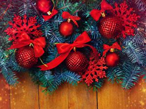 Обои Праздники Новый год Ветки Доски Шарики Снежинки Бантик фото