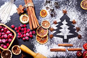 Фотография Рождество Корица Ягоды Апельсин Бадьян звезда аниса Сахарная пудра Елка Продукты питания