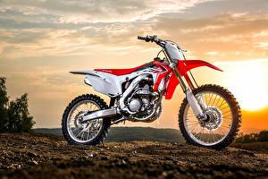 Фото Хонда Сбоку 2013-14 CRF250R Мотоциклы