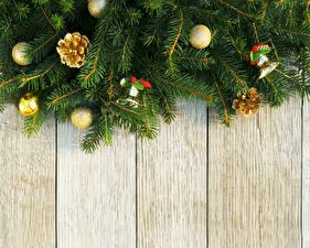 Обои Праздники Новый год Ветки Шишки Шарики Доски фото