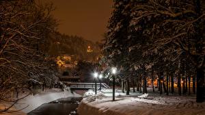 Обои Хорватия Зимние Река Мост Загреб Деревья Снеге Уличные фонари Ночные Samobor Природа