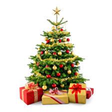 Обои Праздники Новый год Елка Подарки Шарики Бантик Звездочки Белый фон фото