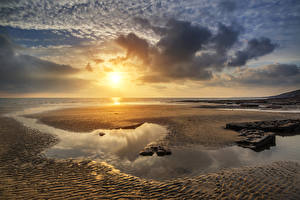 Обои Пейзаж Великобритания Рассветы и закаты Побережье Небо Песок Облака Солнце Пляж Лужа Dunraven Bay Wales Природа фото