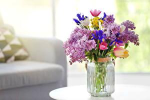 Обои Букеты Сирень Тюльпаны Ваза Банка Цветы фото