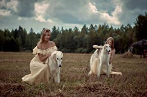 Обои Собаки Блондинка Двое Борзые Платье Russian hunting sighthound Девушки Животные фото