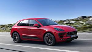 Фотографии Porsche Металлик Темно красный Едет 2015 Macan GTS Автомобили