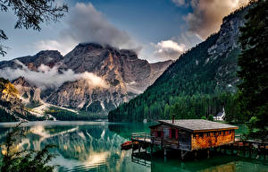 Обои Италия Горы Озеро Причалы Леса Пейзаж Lake Braies South Tyrol Природа фото