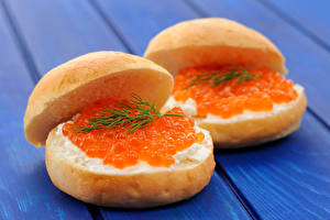 Обои Бутерброды Булочки Икра Морепродукты Доски Еда фото