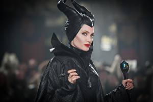 Картинки Ведьма Анджелина Джоли Малефисента (фильм) Рога Кино Девушки Знаменитости