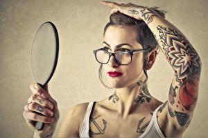 Обои Руки Очки Татуировки Девушки фото