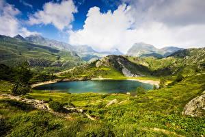 Картинки Италия Горы Озеро Пейзаж Луга Альпы Облака Трава Bergamo Природа