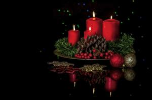 Обои Новый год Праздники Свечи Шишки Отражение фото