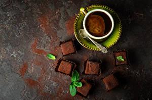 Обои Кофе Конфеты Шоколад Чашка Сверху Блюдце Ложка Еда фото