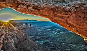 Картинки США Парки Горы Лучи света Скалы Каньон Mesa Arch Canyonlands National Park Природа