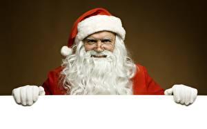 Обои Новый год Праздники Дед Мороз Борода Шапки Перчатки Шаблон поздравительной открытки Очки фото