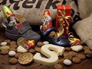 Картинки Новый год Сладости Шоколад Печенье Конфеты Ботинки Подарки Пища