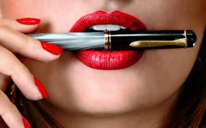 Фото Пальцы Губы Руки Маникюр Шариковая ручка Девушки