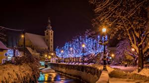 Обои Хорватия Дома Зима Загреб Водный канал Снег Ночь Уличные фонари Гирлянда Samobor Города фото