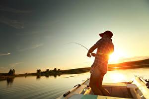 Картинки Рыбалка Рассветы и закаты Вечер Лодки Озеро Природа