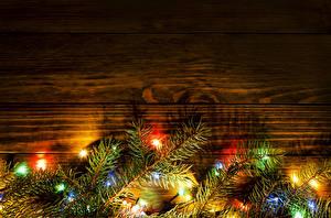 Обои Праздники Новый год Доски Ветки Гирлянда фото