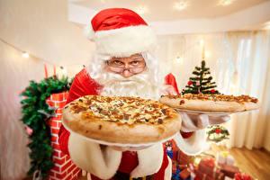 Обои Праздники Новый год Выпечка Пицца Дед Мороз Шапки Очки фото