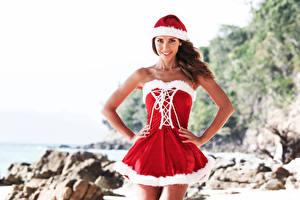 Обои Новый год Шатенка Униформа Платье Улыбка Руки Девушки фото