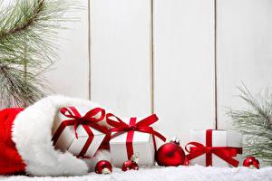 Фотографии Праздники Новый год Доски Подарки Шарики