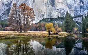 Обои США Парки Горы Озеро Осень Пейзаж Йосемити Деревья Отражение Природа фото