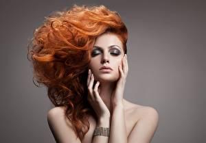 Фото Волосы Рыжая Руки Макияж Девушки