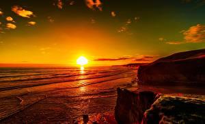 Обои Рассветы и закаты Море Побережье Небо Солнце Горизонт Скала Природа фото